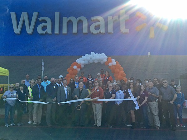 The Leeds Area Chamber of Commerce and the City of Leeds conducted a ribbon cutting at Wal-Mart last week to celebrate their online shopping service.